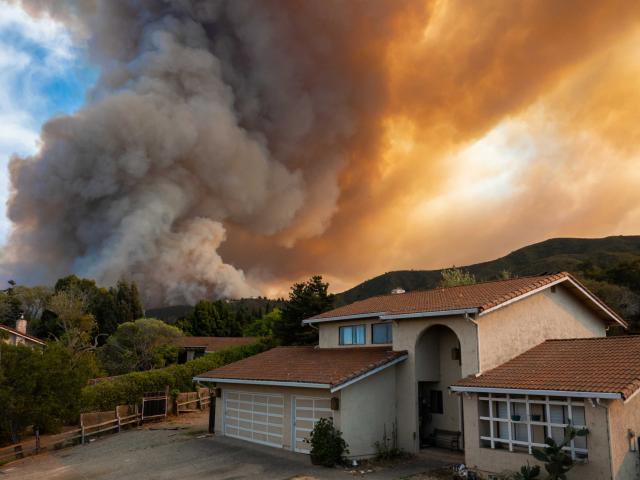 A house near a wildfire