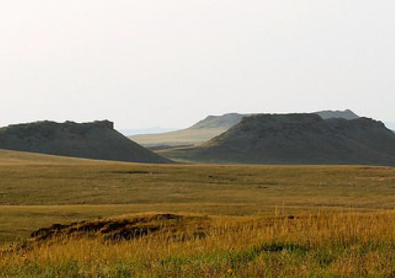 Buttes stretching across Thunder Basin National Grassland