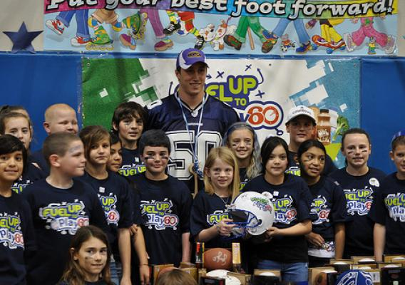 Children pose for a picture with Dallas Cowboys Sean Lee.