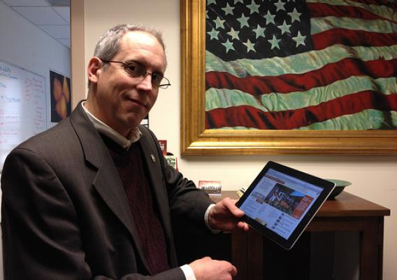 NASS' Donald Buysse demonstrates the newly updated EDR to complete the Census of Agriculture survey online.
